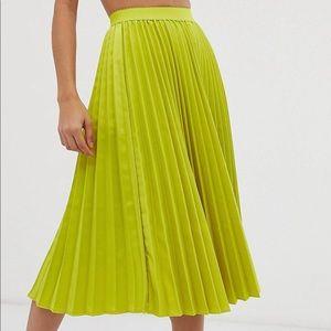 Pleated midi-skirt.